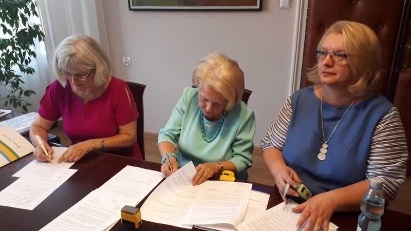 podpisanie umowy 1.jpeg