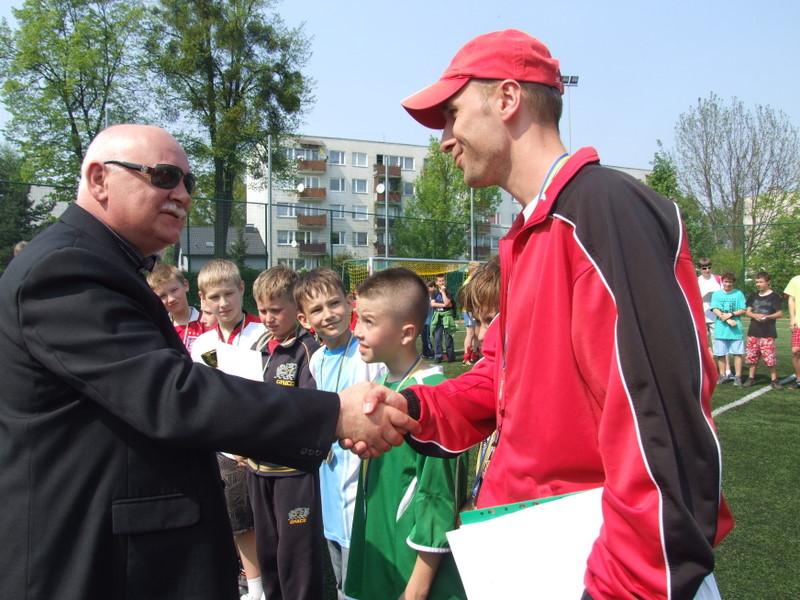 drużyna z Tułowic z trenerem.jpeg