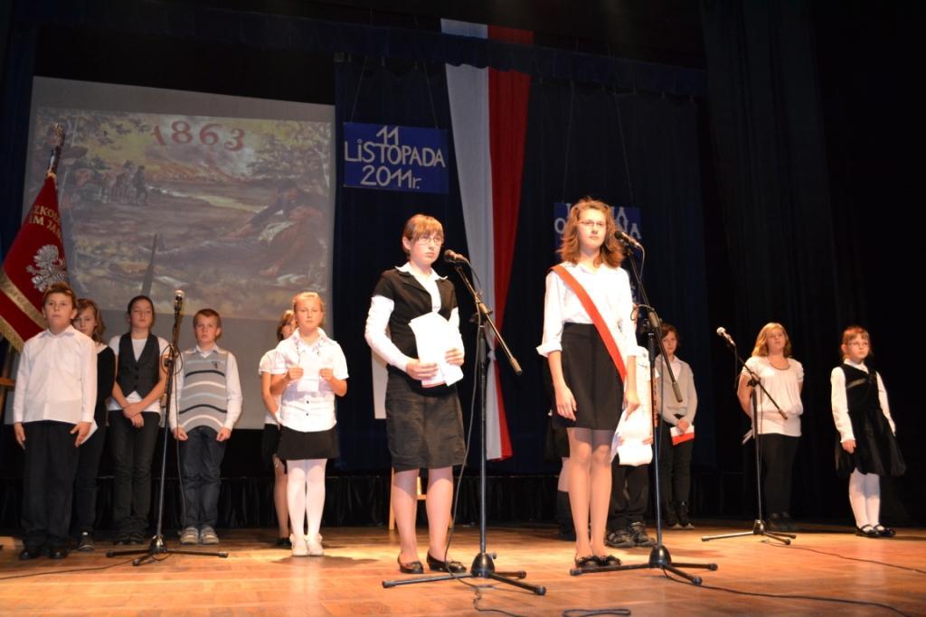 uczniowie SzkołyPodstawowej nr 2 w Niemodlinie w cześci artystycznej.jpeg
