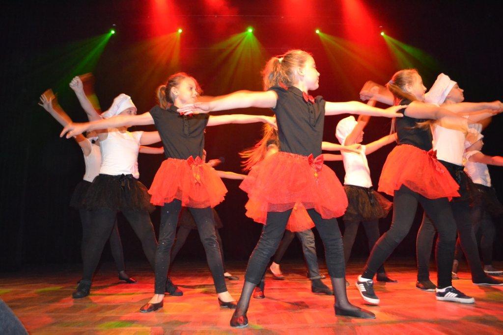 Grupa taneczna RYTMIX.jpeg
