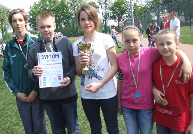 zwycięscy w tenisie stołowym - UKS Sokolik I.jpeg
