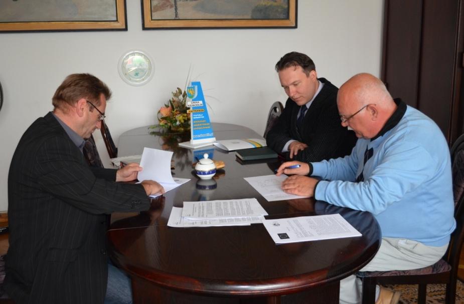 Remont świetlicy wiejskiej w Rzędziwojowicach - podpisanie umowy.jpeg