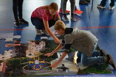 Galeria Puzzle w hali sportowej